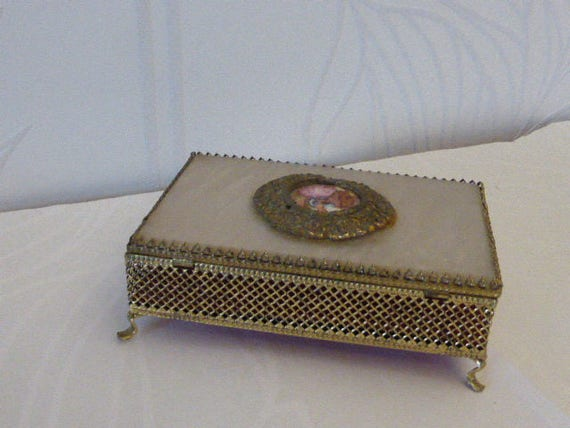 Charming jewelry box, in ornate metal, baroque scene medallion on top vintage 1950/60 Red velvet interior with a mirror