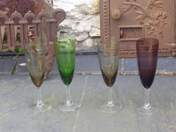 4 champagne flutes in colored glass, vintage 1970.