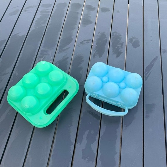 Lot consisting of two plastic egg boxes, one green and one blue for 6 eggs each, vintage 1970