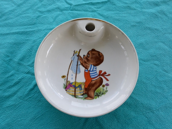 Porridge plate, Little bear spreads its linen in PILLIVUYT porcelain, made in France, numbered vintage