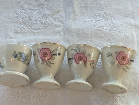 4 art deco porcelain egg cups, 3 same model and a different one, floral pattern