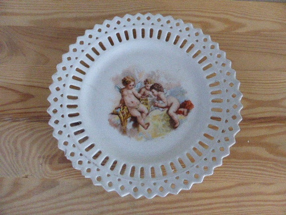 decorative plate, the angels, very old, ceramics, made in france