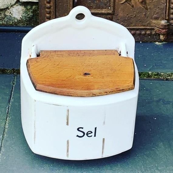 Saltbox, faience ART DECO, wooden lid
