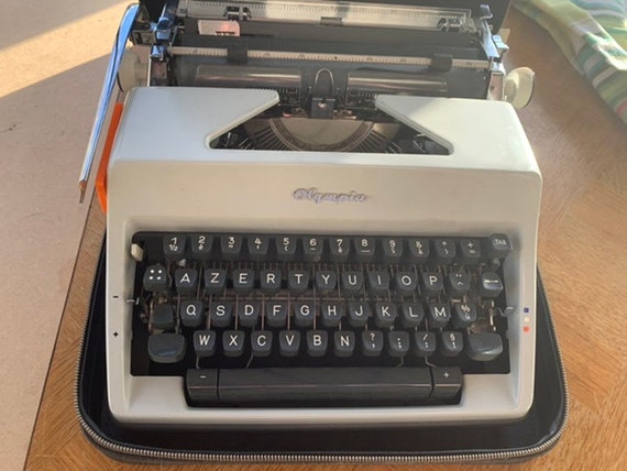 OLYMPIA portable typewriter in gray metal with its original black case, Made in western germany vintage 1950/60