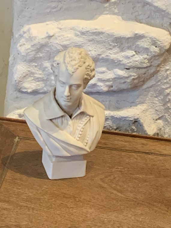 Statuette bust of Byron in vintage Biscuit, stamped R & L