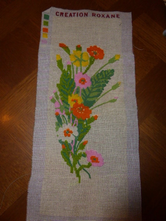 CANEVAS a FINIR THE FLOWERS, tapestry in progress to finish, embroidered in part, vintage 1970, Roxane creation, delivered without wires,