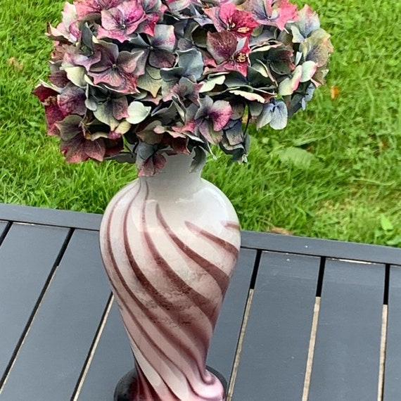 White and purple opaline vase with very beautiful shades, Murano style, vintage