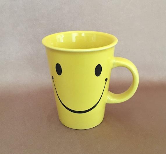Partecipazioni Matrimonio Kitsch.Happy Face Mug Yellow Smiley Face Kitsch Gift 70s Coffee Etsy