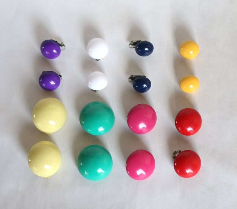 Free Shipping Dress Up Pop of Color 8 Colorful Pairs of Circle Clip On Earrings Vintage Costume Jewelry Metal and Plastic Matching