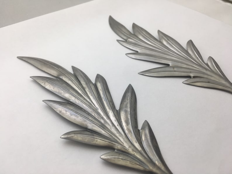 Metal leaf right and left