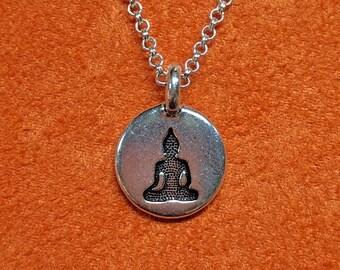 db16aeb4cf Buddha meditazione collana o portachiavi, collana minimalista, Yoga collana,  collana spirituale, Yoga gioielli, piccoli Charm ciondolo