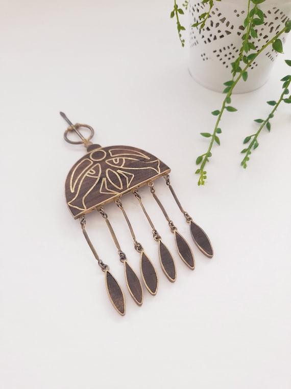 Brass and wood fibula brooch // Beautiful movable