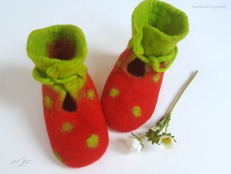 8f85409ec5847 Baby shoes felt 2nd to 9th month, strawberry, felt shoes, baby boots birth,  gift, FilZeit, dots