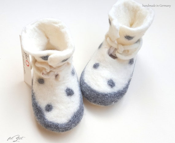 d8daa9d096966 Baby shoes 2nd to 9th month, felt shoes, baby boots birth, gift, FilZeit,  dots, white, grey