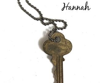 Vintage Key Necklace (HANNAH) - Antique Key Necklaces – House Key Necklace - Old Key Necklace