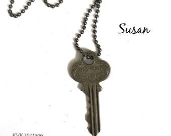 Vintage Key Necklace (SUSAN) - Antique Key Necklaces – House Key Necklace - Old Key Necklace