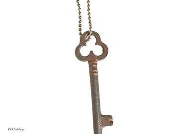 Vintage Skeleton Key Necklace (CLOVER) - Old Key Necklace - Gothic Key Necklace - Antique Key - Antique Skeleton Key