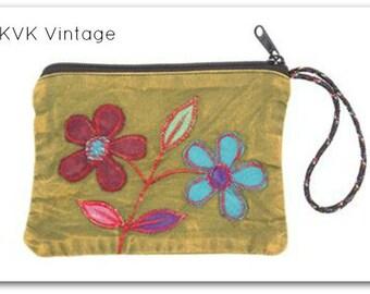 Pretty Flower Coin/Jewelry Purse -  Coin Purse - Wristlet - Phone Wristlet - Accessory Wristlet - Jewelry Purse - Accessories - Bohemian