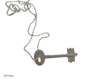Simple Vintage Skeleton Key Necklace - Old Key Necklace - Gothic Key Necklace - Antique Key - Antique Skeleton Key