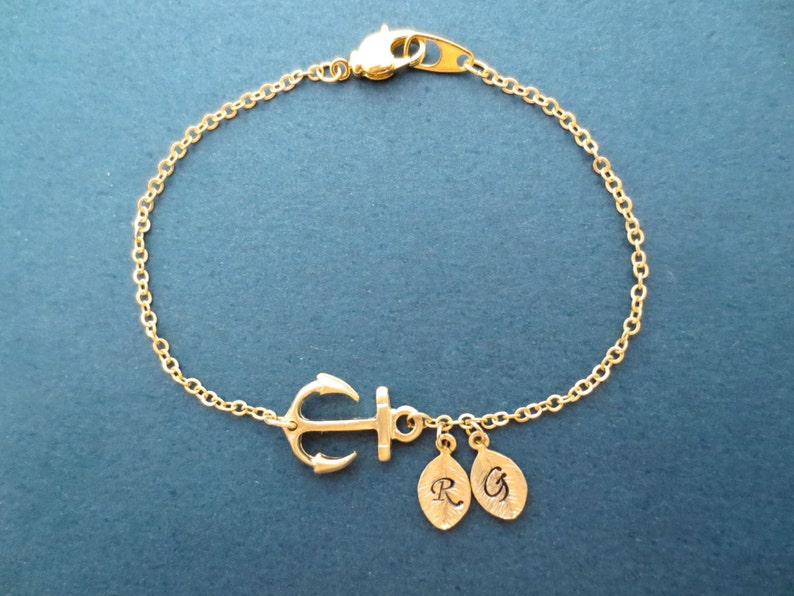 Personalized 0-5 Letter Initial Anchor Gold Bracelet image 0