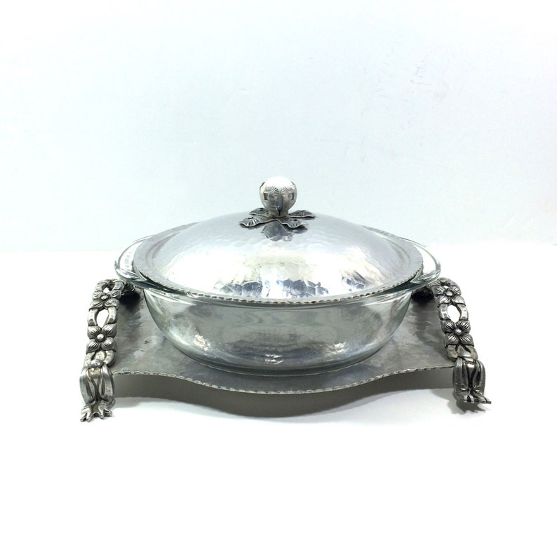 Vintage Casserole Dish with Stand by Rodney Kent with 1.5 Qt Pyrex Glass Insert and Hammered Aluminum Holder Shabby Chic Table Decor