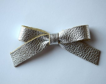 School Girl Silver Metallic Leather Bow Clip Adorable Photo Prop for Newborn Baby Little Girl Child Adult Headwrap Pretty Bow