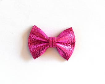 Hot Pink Metallic Leather Soft Clip Beautiful Pink Little Bow for Newborn Baby Child Little Girl Adult Photo Prop Adorable Spring Pictures
