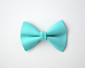 NEW Elegant Blue Leather Soft Clip Beautiful Little Bow for Newborn Baby Child Little Girl Adult Photo Prop Adorable Spring Pictures
