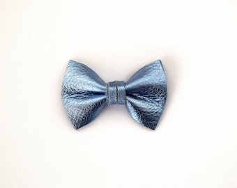 Sky Blue Metallic Leather TINY Bow for Newborn Baby Child Little Girl Photo Prop Adorable Spring Summer Pictures Frozen Light Blue Bow Clip