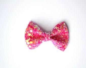 Bubblegum Pink Sparkly Glitter TINY Alligator Clip Little Bow for Newborn Baby Child Little Girl Photo Prop Adorable Photo Summer Clip