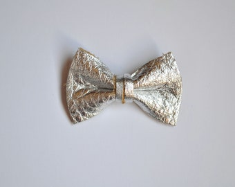 Silver Leather Metallic Clip Little Bow for Newborn Baby Child Little Girl Adult Photo Prop Adorable Photo Pictures Spring Summer Clip