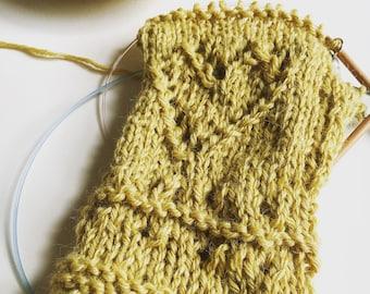 Knitting pattern: instant download PDF. *I Heart Eyelet Mitts* Knitting Pattern. Fingerless mitts pattern.