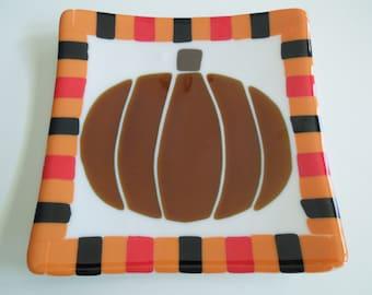 "8""x8"" plate - It's the Great Pumpkin"