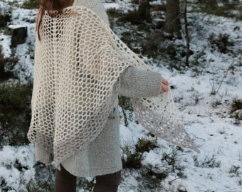 Crocheted shawl / handmade accessories / norwegianmade / lightweight / soft shawl