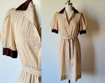 Size Medium M Large L 70s Geometric Print Shift Dress w Pointed Collar and Zipper