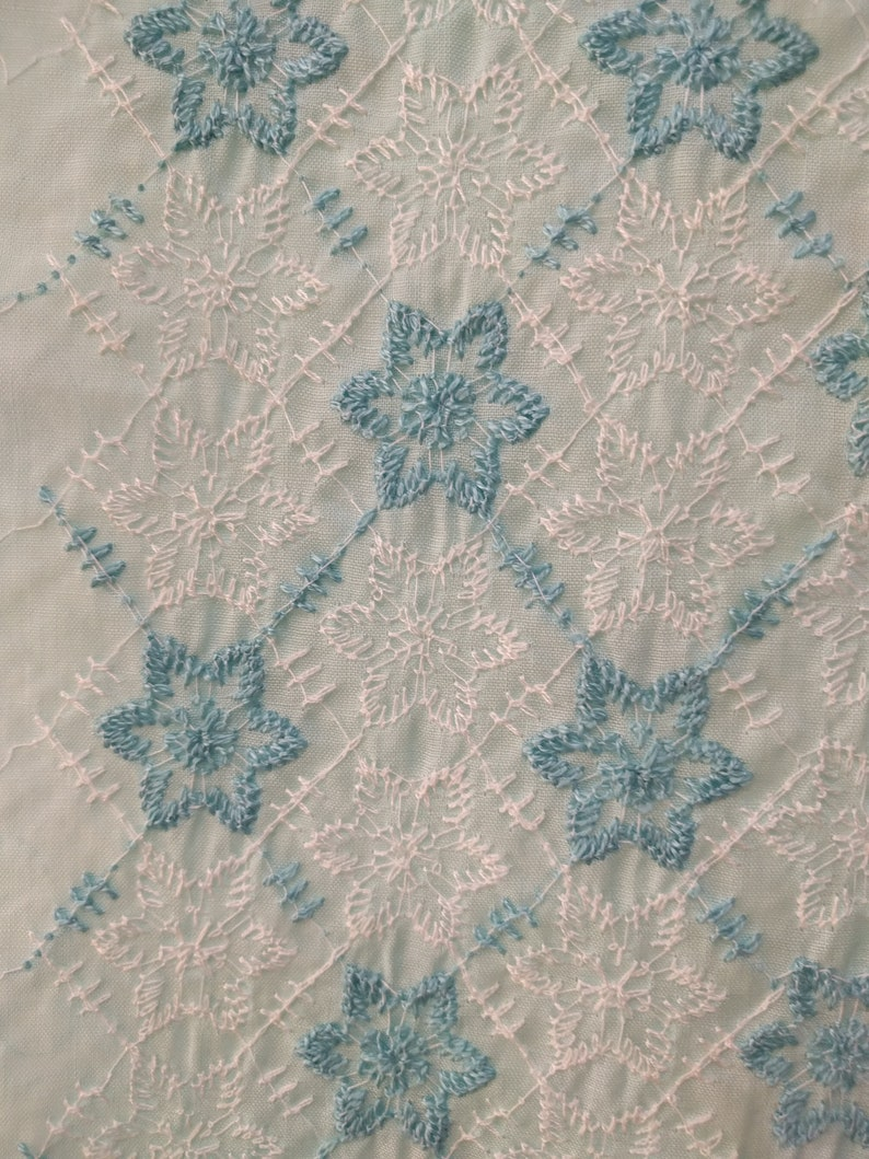 42  60s embroidered fabricblue and white semi sheer sewing fabric yardagelace fabric single length