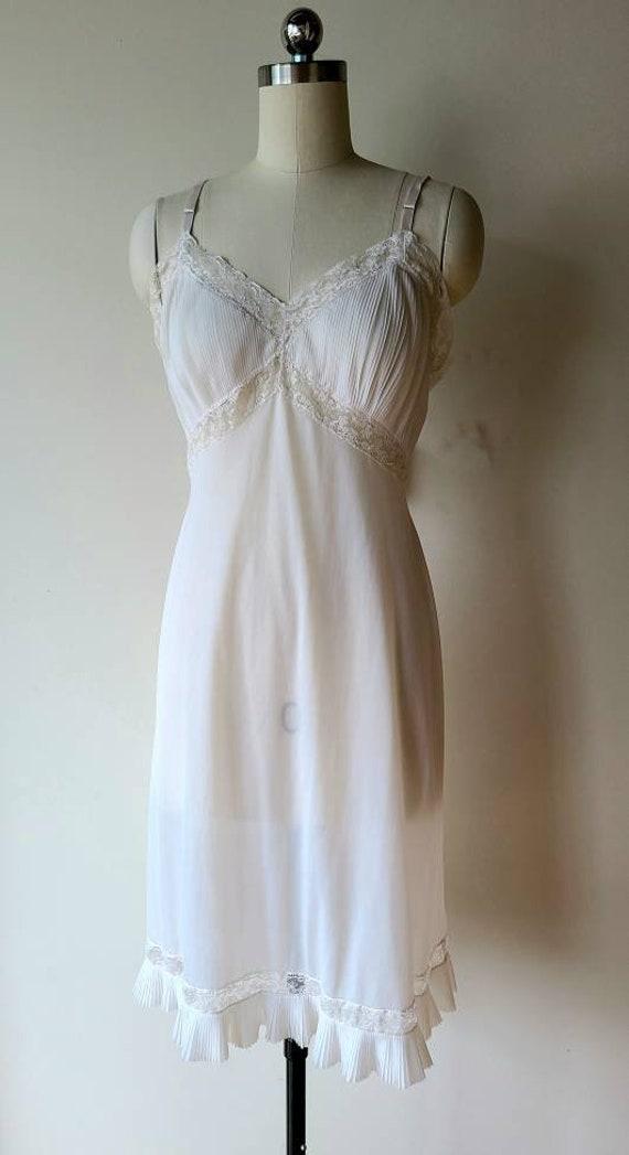 50's Vanity Fair slip/ accordion pleat lace Hem /… - image 2