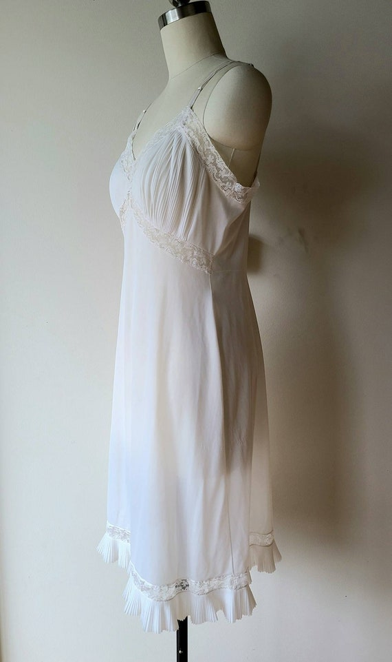 50's Vanity Fair slip/ accordion pleat lace Hem /… - image 8