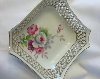 Vintage Birkshire Nesting Porcelain Scallop Shell Dish Pair Made in Occupied Japan
