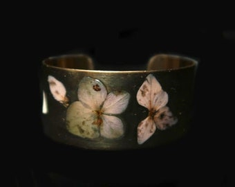 Brass cuff bracelet, resin, leathers and real hydrangea flowers