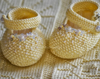 Knitting Pattern - Yellow Pearl Baby Booties (Baby size)