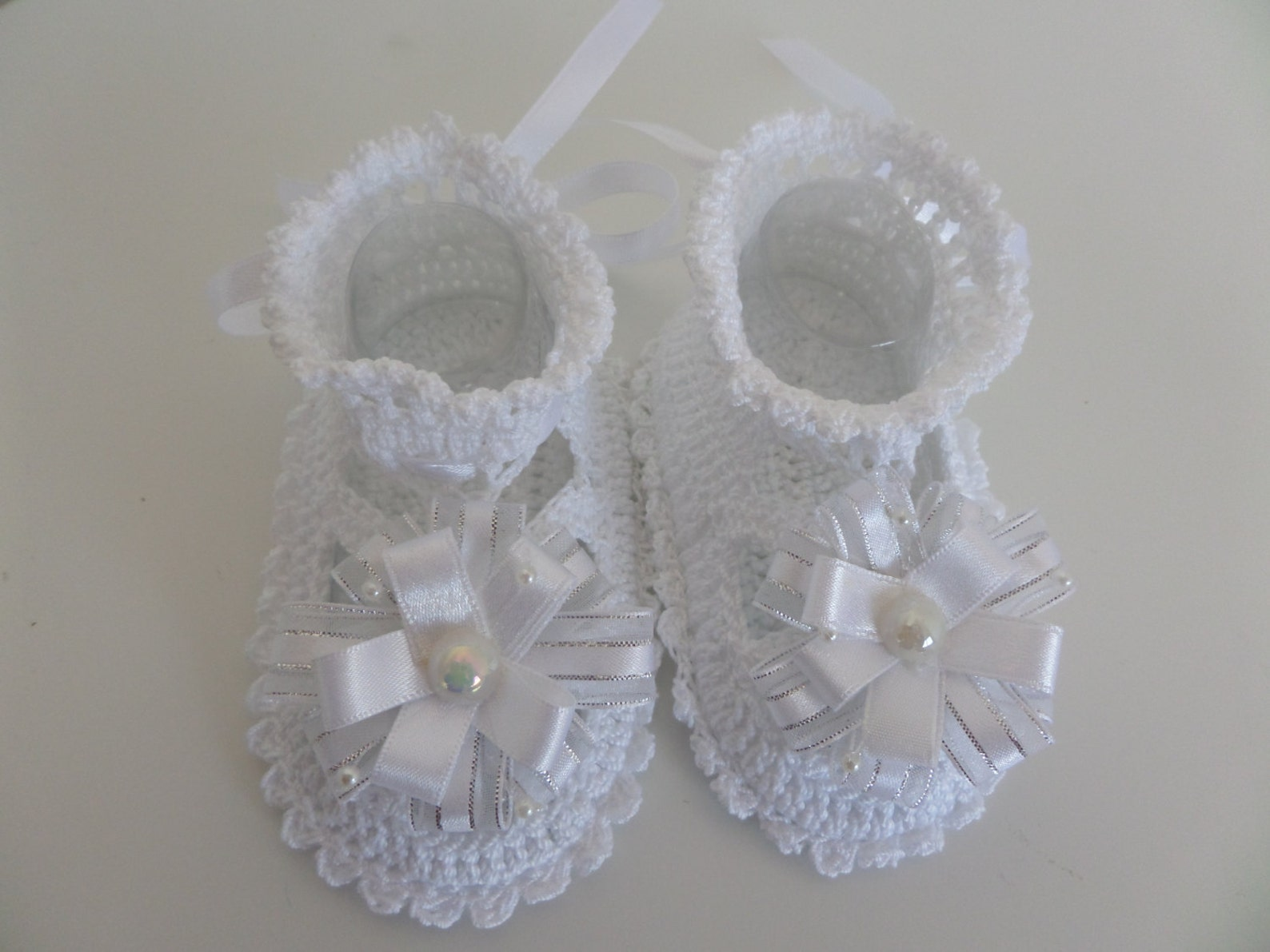 crochet baby booties, baby girl ballet slippers with flowers. crochet baby shoes for newborn to 06 months.