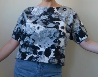 Black and white photo-realism floral fabric s/s top- S/M