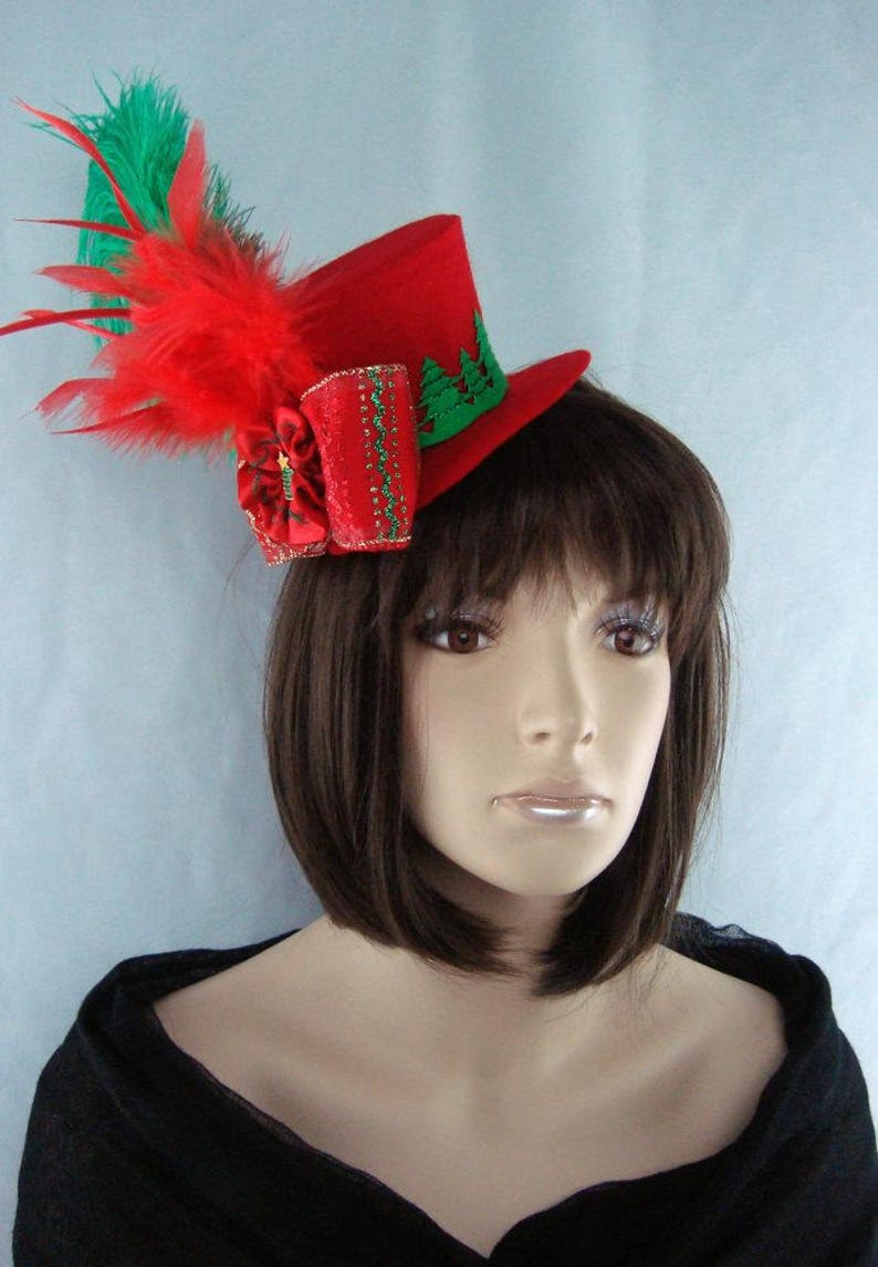 d661be8417625 Red Christmas Fascinator Hat Evergreen Trees Glitter Bow