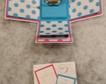 New ideas for baby. Baby reveal boxes for parties. Also picture boxes announcing the arrival of your new little one.