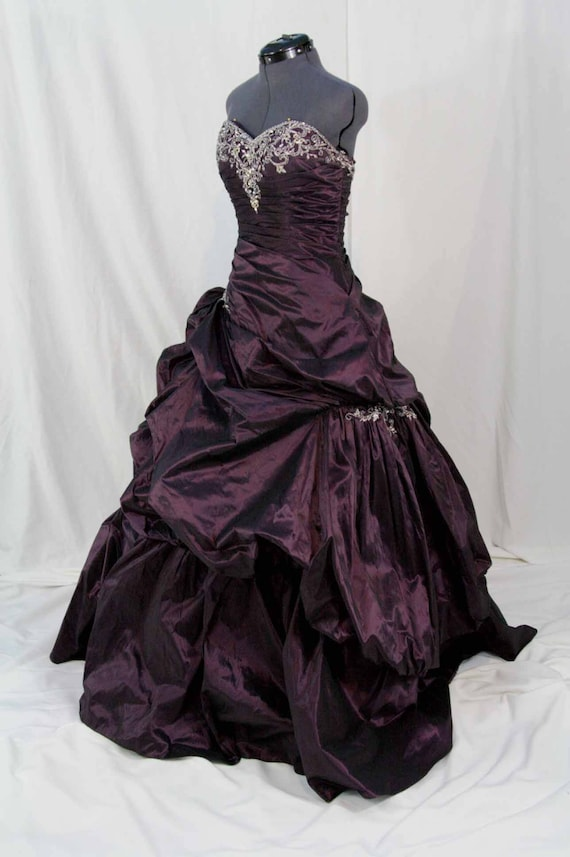 BRIDAL, PROM, SWEET 16 Purple ball gown size 8