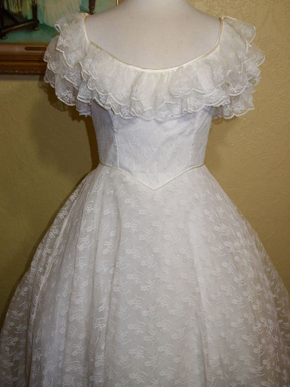 vintage ivory CHANTILLY LACE Wedding Gown size 10-