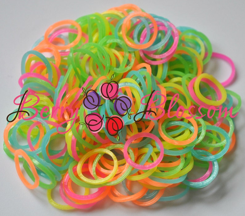 600 Glow in the Dark Assorted colors - Loom Band Refills - DIY rubber bands  refills - Glow Loom Bandz FREE 24pc Clips