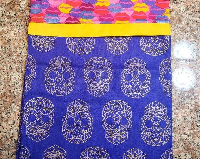 Geometric skull pillowcase