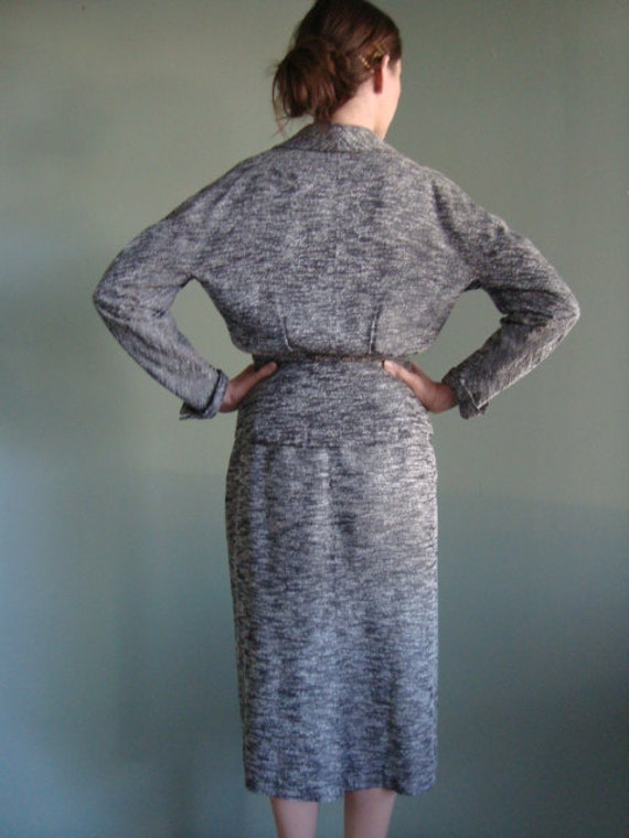 1940s Gray & Black Tailored Vintage Skirt Suit - image 2